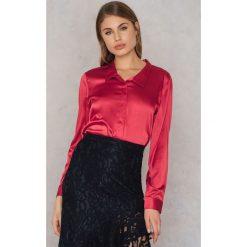 Rut&Circle Satynowa koszula Rebecka - Red. Czerwone koszule damskie Rut&Circle, z poliesteru. W wyprzedaży za 62,97 zł.