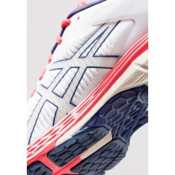 ASICS GEL KAYANO 25 Obuwie do biegania Stabilność white. Białe buty do biegania damskie marki Asics, asics gel kayano. Za 759,00 zł.