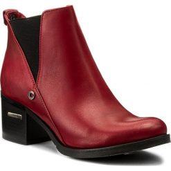 Botki CARINII - B3705 J63-000-POL-861. Czerwone buty zimowe damskie Carinii, z materiału, na obcasie. W wyprzedaży za 199,00 zł.