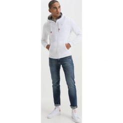 Tommy Jeans ESSENTIAL ZIPTHRU Bluza rozpinana classic white. Białe bluzy męskie rozpinane Tommy Jeans, m, z bawełny. Za 399,00 zł.