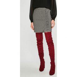 Vero Moda - Spódnica Ylva. Szare minispódniczki Vero Moda, z elastanu, ołówkowe. W wyprzedaży za 99,90 zł.