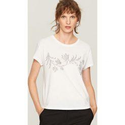 T-shirt z nadrukiem - Biały. Białe t-shirty damskie Reserved, l, z nadrukiem. Za 39,99 zł.