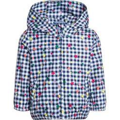 GAP TODDLER GIRL WINDBREAKER Kurtka przeciwdeszczowa blu. Niebieskie kurtki dziewczęce przeciwdeszczowe GAP, z materiału. W wyprzedaży za 143,10 zł.