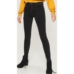 Jeansy slim fit high waist - Czarny. Czarne boyfriendy damskie Sinsay, z jeansu. W wyprzedaży za 59,99 zł.