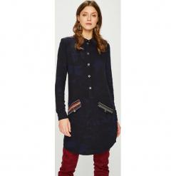 Desigual - Sukienka. Sukienki małe czarne Desigual, na co dzień, z tkaniny, casualowe, z krótkim rękawem, proste. W wyprzedaży za 399,90 zł.