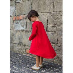SUKIENKA Emma Red. Czerwone sukienki dziewczęce z falbanami Pakamera, z długim rękawem, długie. Za 70,00 zł.