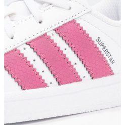 Adidas Originals SUPERSTAR Tenisówki i Trampki footwear white/red. Białe trampki chłopięce marki adidas Originals, z materiału. Za 229,00 zł.