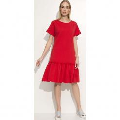 Czerwona Luźna Midi Sukienka Wykończona Falbanką. Czerwone sukienki boho marki Molly.pl, na co dzień, xl, z dresówki, z falbankami, midi. W wyprzedaży za 67,13 zł.
