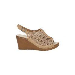 Sandały Casu  Sandały ażurowe na koturnie  BZ23342-1. Brązowe sandały damskie marki Casu, w ażurowe wzory, na koturnie. Za 59,99 zł.