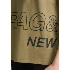 Rag & bone WRAP AROUND TEE Tshirt z nadrukiem army. Zielone koszulki polo rag & bone, m, z nadrukiem, z bawełny. Za 459,00 zł.