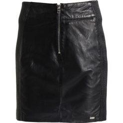 Tigha MIZZY Spódnica skórzana black. Czarne spódniczki skórzane marki Tigha, m. W wyprzedaży za 545,35 zł.