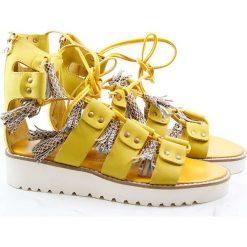 """Rzymianki damskie: Skórzane sandały """"Celia"""" w kolorze żółtym"""