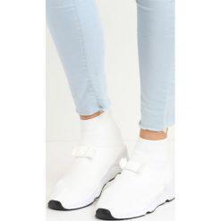 Białe Buty Sportowe Bobby Socks. Białe buty sportowe damskie marki Born2be. Za 69,99 zł.