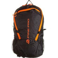 """Plecak """"Laraine"""" w kolorze czarno-pomarańczowym - 27 x 46 x 18 cm. Brązowe plecaki męskie Alpine Pro, w paski. W wyprzedaży za 152,95 zł."""