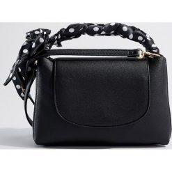 Torebka z odpinanym paskiem - Czarny. Czarne torebki klasyczne damskie Mohito. W wyprzedaży za 49,99 zł.