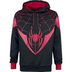 Spider-Man Miles Morales Bluza z kapturem czarny/czerwony. Czarne bejsbolówki męskie SPIDER-MAN, l, z nadrukiem, z materiału, z kapturem. Za 199,90 zł.