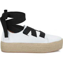 Białe sneakersy damskie. Białe sneakersy damskie marki Kazar, ze skóry, na wysokim obcasie, na szpilce. Za 239,00 zł.