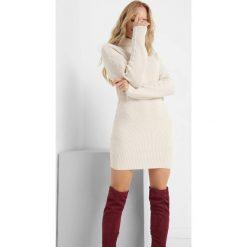 Golfy damskie: Długi sweter z perełkami