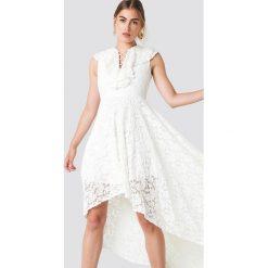 Trendyol Koronkowa sukienka maxi - White. Szare długie sukienki marki Trendyol, na co dzień, z elastanu, casualowe, dopasowane. Za 283,95 zł.