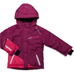 Kurtka narciarska w kolorze różowym. Czerwone kurtki dziewczęce przeciwdeszczowe marki Peak Mountain, z aplikacjami, z materiału. W wyprzedaży za 202,95 zł.