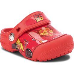 Klapki CROCS - Crocsfunlab Cars Clog K 204116 Flame. Czerwone sandały chłopięce Crocs, z tworzywa sztucznego. W wyprzedaży za 139,00 zł.