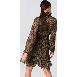 Długie sukienki: NA-KD Boho Sukienka z marszczoną stójką - Brown,Multicolor