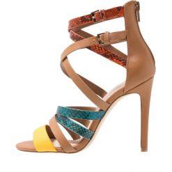 ALDO VALECIA Sandały na obcasie medium brown. Brązowe sandały damskie ALDO, z materiału, na obcasie. Za 349,00 zł.