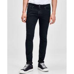 Dżinsy 73 cm skinny. Czarne jeansy męskie skinny marki Jack & Jones, l, z bawełny, z okrągłym kołnierzem. Za 176,36 zł.