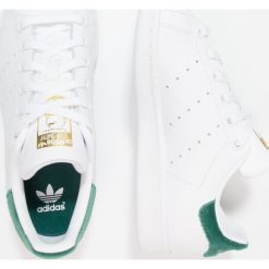 Adidas Originals STAN SMITH Tenisówki i Trampki footwear white/clear green. Białe tenisówki męskie adidas Originals, z materiału. W wyprzedaży za 215,20 zł.