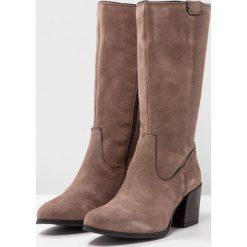 MJUS Kozaki geyser. Brązowe buty zimowe damskie MJUS, z materiału. W wyprzedaży za 401,40 zł.