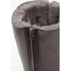 Blackstone Śniegowce grey. Brązowe buty zimowe damskie marki Blackstone. W wyprzedaży za 544,50 zł.