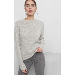 Puszysty sweter. Szare swetry klasyczne damskie Orsay, s, z dzianiny, z okrągłym kołnierzem. Za 79,99 zł.