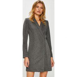 Vero Moda - Sukienka Glitter. Szare sukienki dzianinowe Vero Moda, na co dzień, casualowe, mini, proste. W wyprzedaży za 149,90 zł.