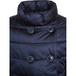 Benetton GIRL Płaszcz zimowy dark blue. Niebieskie kurtki chłopięce marki Benetton, na zimę, z materiału. W wyprzedaży za 136,95 zł.