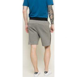Nike Sportswear - Szorty. Szare spodenki sportowe męskie Nike Sportswear, z bawełny, sportowe. W wyprzedaży za 219,90 zł.