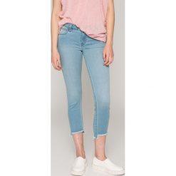 Lee - Jeansy Scarlett. Niebieskie jeansy damskie rurki Lee, z bawełny, z obniżonym stanem. W wyprzedaży za 179,90 zł.