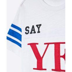 Guess Jeans - T-shirt dziecięcy 118-176 cm. Szare t-shirty chłopięce z nadrukiem Guess Jeans, l, z bawełny, z okrągłym kołnierzem. Za 99,90 zł.