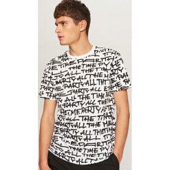 T-shirty męskie z nadrukiem: T-shirt z nadrukiem all over – Biały