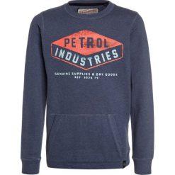 Petrol Industries NECK Bluza stone blue. Niebieskie bluzy chłopięce marki Petrol Industries, z bawełny. W wyprzedaży za 134,10 zł.