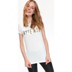 T-SHIRT KRÓTKI RĘKAW DAMSKI Z NADRUKIEM. Szare t-shirty damskie marki Top Secret, w ażurowe wzory. Za 39,99 zł.