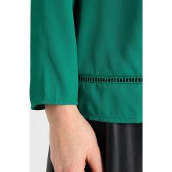 Bluzki asymetryczne: Cortefiel BASIC BLOUSE WITH PINSTICHES IN HEM Bluzka dark green