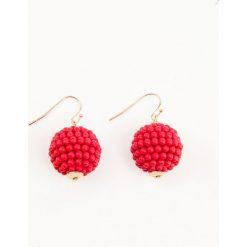 Kolczyki damskie: NA-KD Accessories Kolczyki w kształcie okrągłych kul – Red
