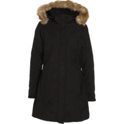 CMP Płaszcz zimowy nero. Czerwone płaszcze damskie zimowe marki Cropp, l. W wyprzedaży za 567,20 zł.