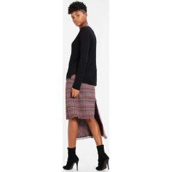 Swetry klasyczne damskie: ICHI RILLO  Sweter black