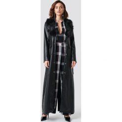 NA-KD Trend Lakierowany płaszcz maxi - Black. Czarne płaszcze damskie NA-KD Trend, w paski, z lakierowanej skóry. Za 445,95 zł.