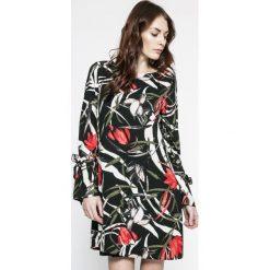Vero Moda - Sukienka. Szare długie sukienki marki Vero Moda, na co dzień, m, z poliesteru, casualowe, z okrągłym kołnierzem, z długim rękawem, proste. W wyprzedaży za 89,90 zł.