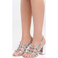 Srebrne Sandały Chubby Cheeks. Szare sandały damskie na słupku marki Born2be, z lakierowanej skóry, na wysokim obcasie. Za 79,99 zł.