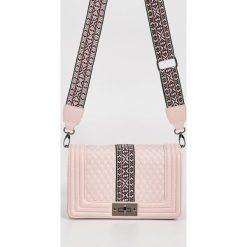 Torebki i plecaki damskie: Mini torebka z odpinanym paskiem – Różowy