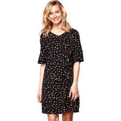 Sukienki hiszpanki: Prosta sukienka w groszki, krótki rękaw