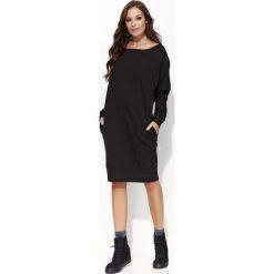 Czarna Sukienka Kimono za Kolano z Kieszeniami. Czarne sukienki na komunię marki bonprix, do pracy, w paski, biznesowe, moda ciążowa. Za 104,90 zł.